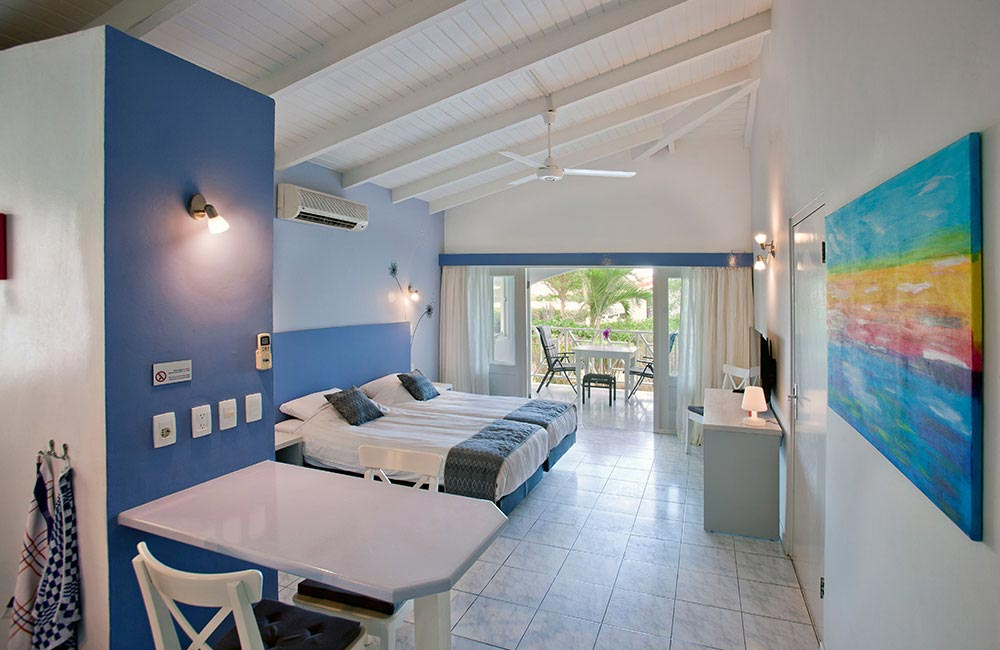 Luxurious accommodation on Curacao with living, terrace, kitchen and bathroom