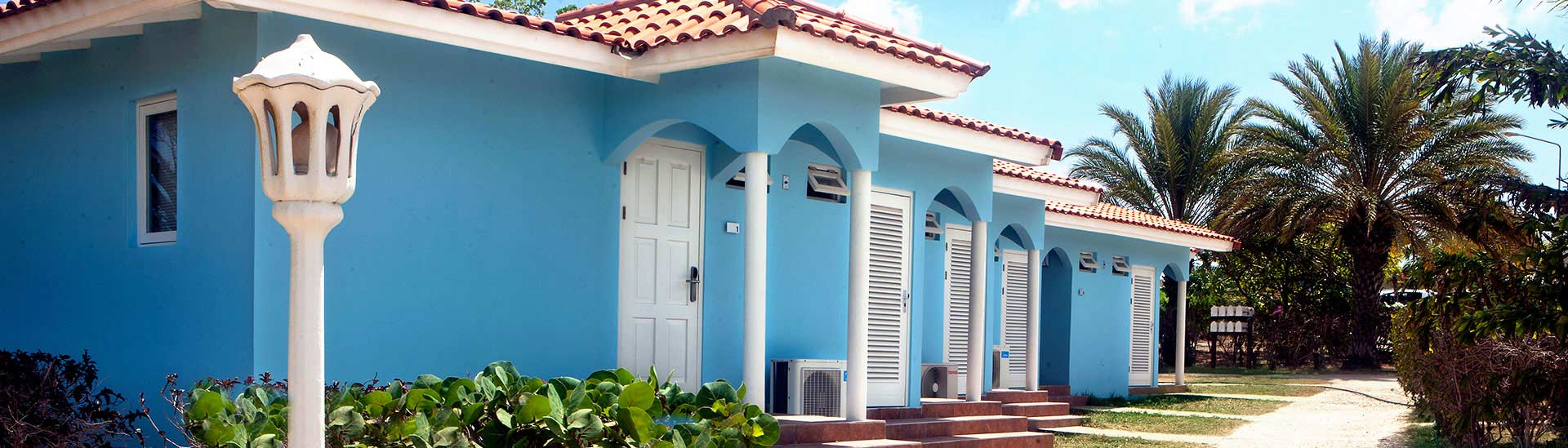Car rent and comfortable accommodation close to the beach on Blue Bay Curacao.